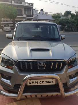 Mahindra scorpio s10, top model good condition (like new)