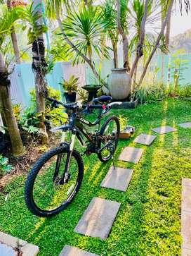 Sepeda Gunung - Mongoose Teocalli