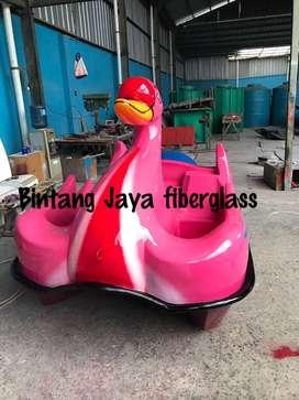 sepeda air bebek jumbo,bebek air besar,perahu wahana air bebek gowes