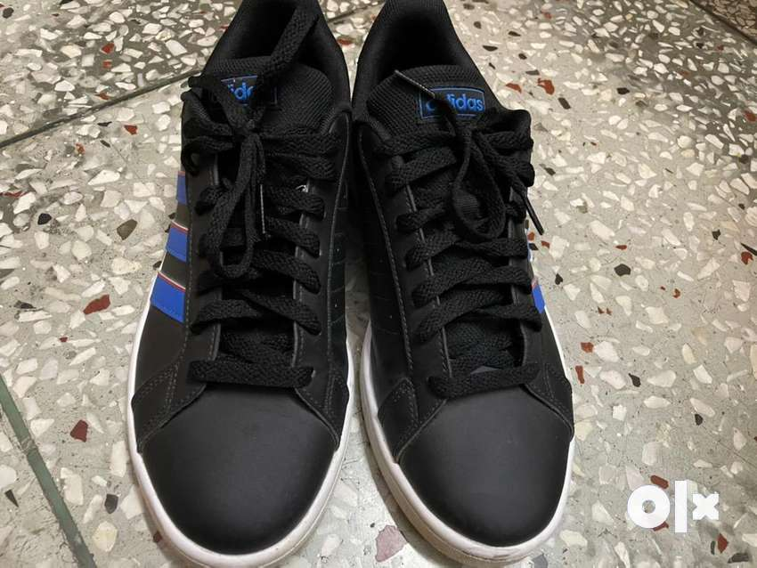 Adidas shoes size UK 8 is new with original bill.