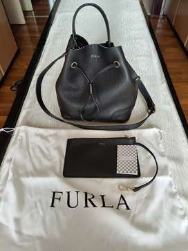 Preloved Autentic Furla Stacy Bucket Bag ( Black with  Gold Hardware )