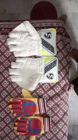 Wicket keeping gloves and goalkeeping gloves