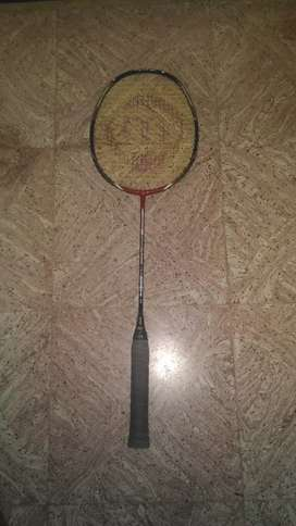 Maspro badminton shuttle racket with feather corks
