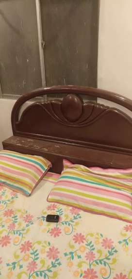Bed and almari  in good condition 9/10