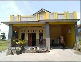 Rumah kampung Barat perempatan poko
