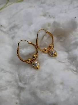 Ear rings in hoop style.