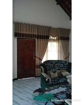 Interior mewah gorden kordeng jendela ruang tamu