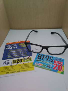 Frame Kacamata Hugoo Boss Model Kotak Dibagian Tangkainya Bahan Besi