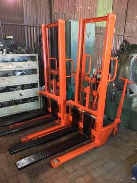 hand lift  / hand stacker manual 1 ton