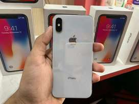 iPhone X(64GB) 1 Year Old...Space Gray