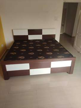 Branded king size double bed from manufacture