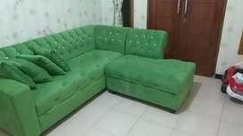 Sofa L bekas  bahan bludru halus