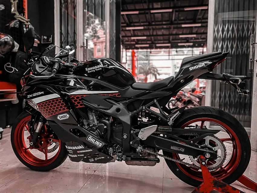 Kawasaki ZX25R 2020 Black Metallic 0