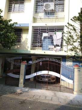 2bhk 2bathroom well maintained Flat for rent em bypass kolkata south.
