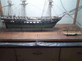 Perahu miniatur Replika