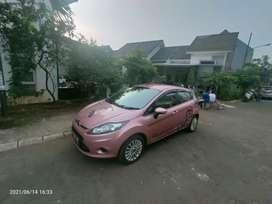 Ford Fiesta 1,4 Tahun 2011 si Pinky