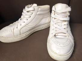 Sepatu mirip vans putih size 40