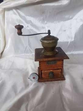gilingan kopi tua abad 18 full original antik dan masih berfungsi