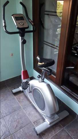 Stationary Cycle (Deluxe Magnetic Bike, brand: Fitline)