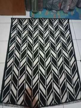 Glosir karpet lantai bahan bulu