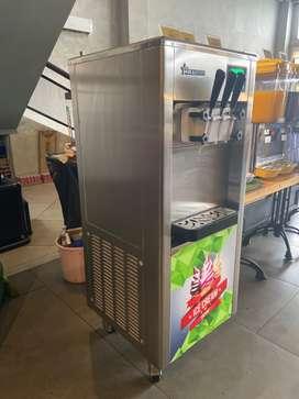 Soft ice cream machine 3 head