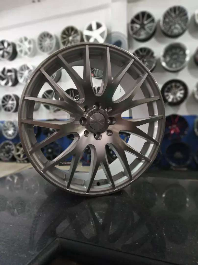 Velg Racing R18 Hole 8 utk yaris,avanza,livina,jazz 0