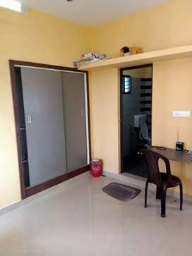 Single room for rent at thevara for Rs.6000/-