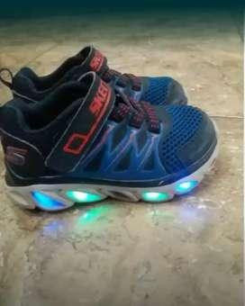 Sepatu sekechers anak