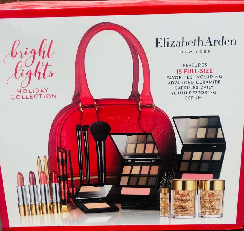 Women Holiday Collection Makeup Kit 0
