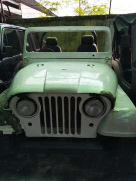 Jeep cj koleksi hanya parkir digarasi