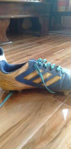 Sepatu Sepak Bola Bekas