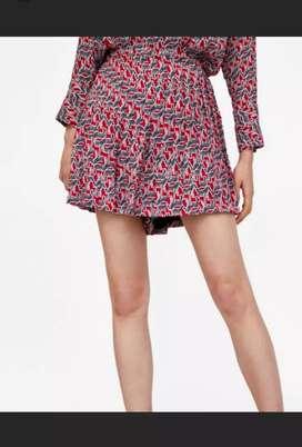 Zara celana model rok dari depan