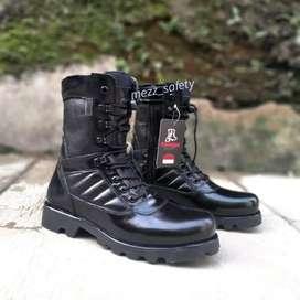 Sepatu pdl terbaru raider black