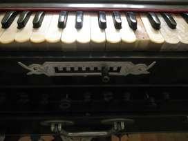 Scale Changer Artist's Harmonium in good condition