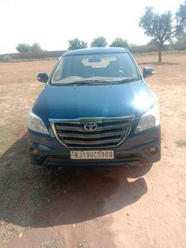 Well maintained CNG petrol Innova