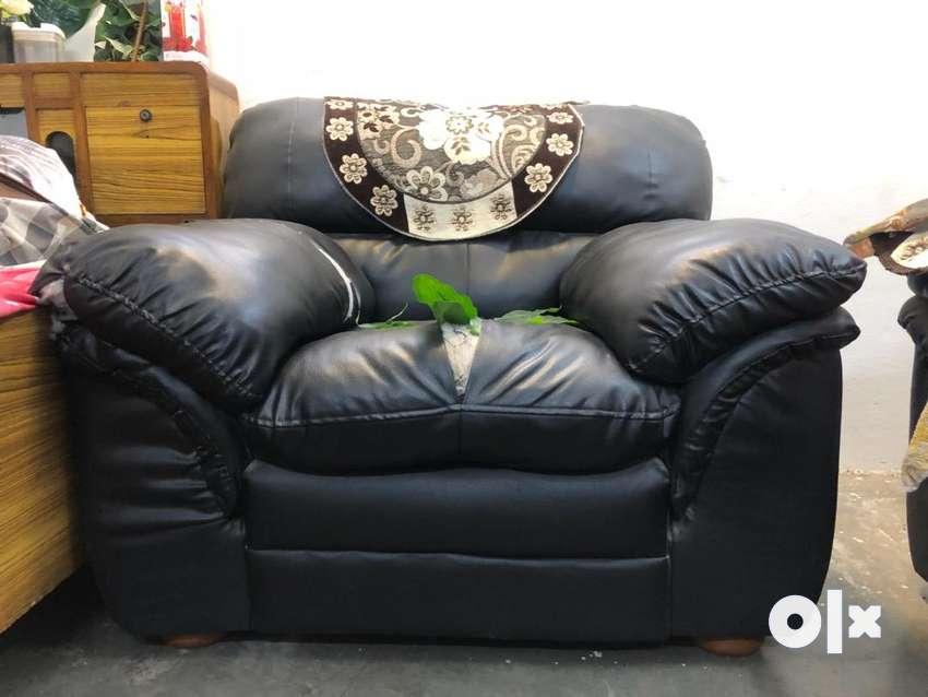 Sofa , black leather 5 seater 0