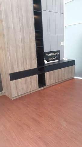 Parkit lantai kayu & lemari buat kantor projek simalingkar