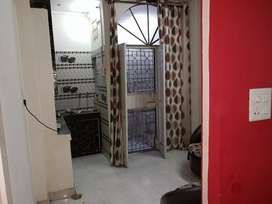 Urgent sale 33 gaz on floor genuine 3rd floor 1 bhk with roof rights