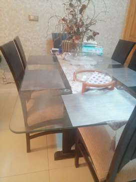 Dinning table and chairs in affordable price