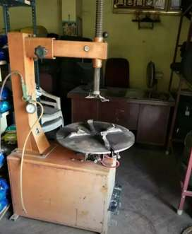 Tyre changer Rs 65000