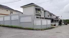 Rumah tanah besar hook