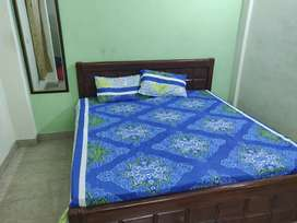 Boys PG available in Noida sector 15. NO BROKRAGE.