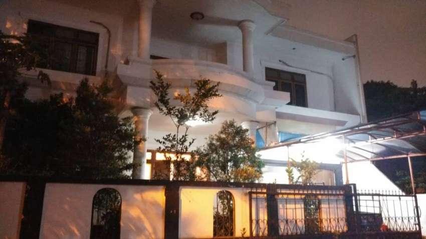 Rumah nyaman dua lantai di Senayan 2 tangsel DM 0249 0