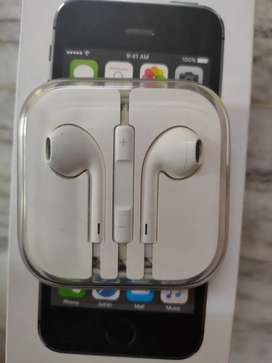 Original Apple Wired EarPods with 3.5 mm Headphone Plug, White
