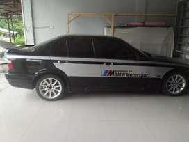 Di jual mobil BMW tahun 1993
