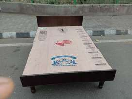 Good quality bedsBrand new bed with good finishing available at facto