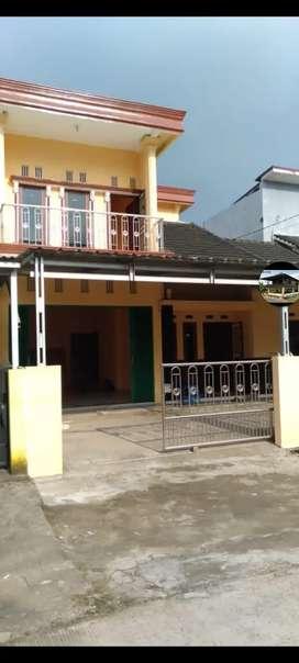 Disewakan rumah 2 lantai didepan SMA 22 Palembang  40jt/tahun Nego