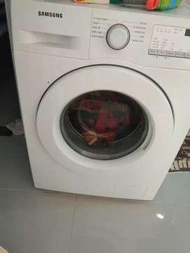 Mesin cuci pintu depan