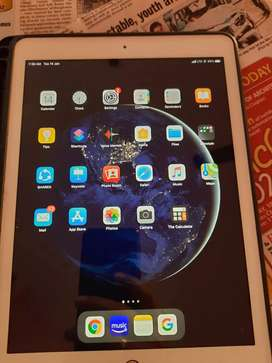 I pad 6th Gen.  Data + Wifi + Warranty till 2021 Apr , 128 GB