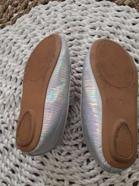 Sepatu perempuan balita